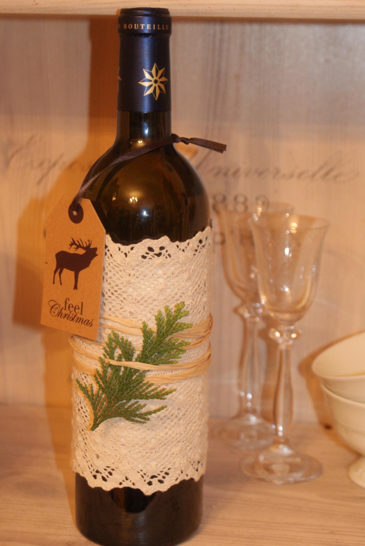 Modernistyczne Jak zapakować butelkę na prezent? Pomysł na szybkie i efektowne QB61
